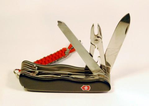 напильник-ножовка, пассатижи и клинок