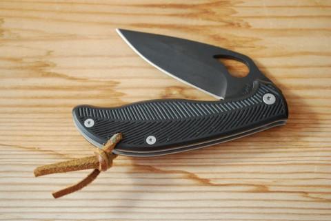 черный нож