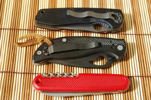 еще три ножа