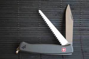 dsc_0521-Wenger-Ranger-knife-with-saw-300x200.jpg