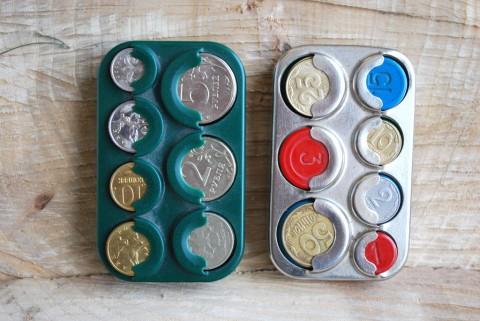 две монетницы