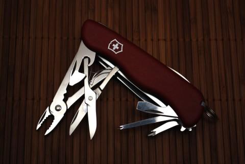 нож с пассатижами и ножницами