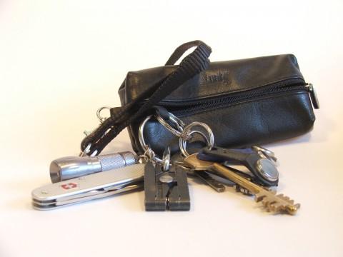 ключница, ключи, таблетки, ножик, фонарик, мультитул