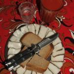 сало, хлеб, нож, водка, томатный сок