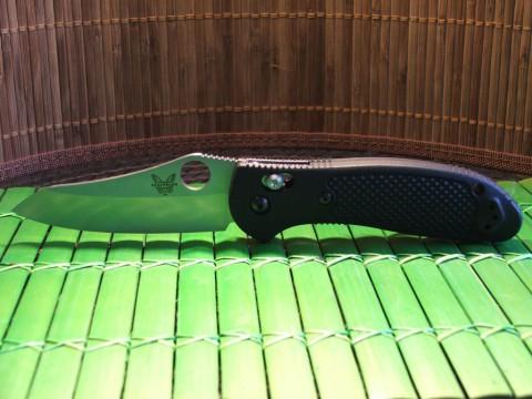 раскрытый складной нож BM550HG