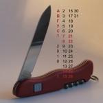 Календари на август 2010 на рабочий стол с фотографиями ножей