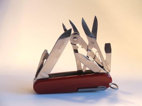 большой и маленький клинок на офицерском ноже Викторинокс