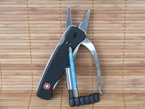 пассатижи-нож WengerGrip и дополнительные биты с удлинителем