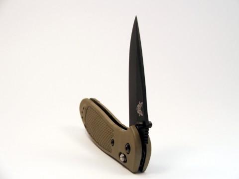 полураскрытый нож