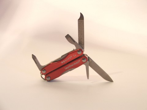 пилочка, ножик и отвертки
