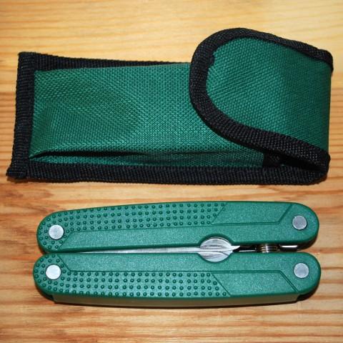 зеленый мультисекатор и зеленый кордуровый чехол