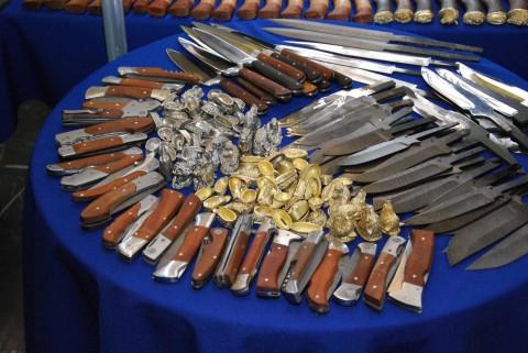 готовые клинки, тыльники и больстеры на выставке ножей