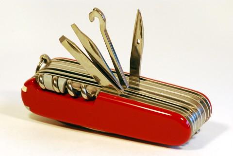 инструменты на спинке ножа SwissChamp