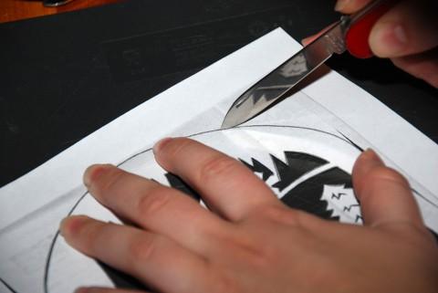 вырезание готового рисунка из бумаги