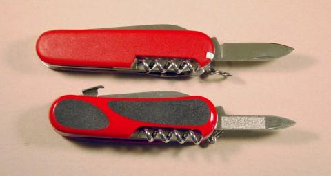SAK-Victorinox-3-3713-VS-Wenger-EvoGrip-S17-DSC_0342-480x256.jpg