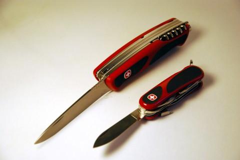 большой и маленький ножи Венгер