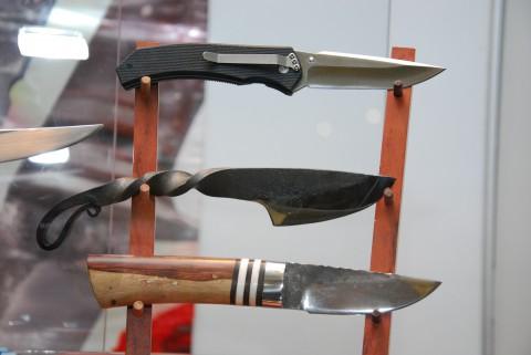 три разных ножа