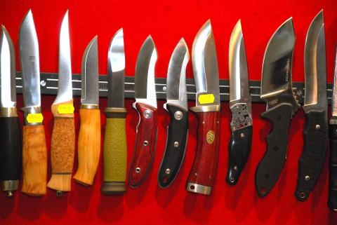 охотничьи и лесные нескладные ножи