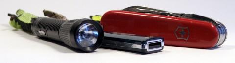Victorinox Deluxe Tinker, флэшка и фонарик