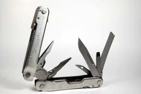 инструменты со стороны обычного клинка