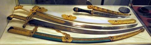 украшенные ножны и клинки