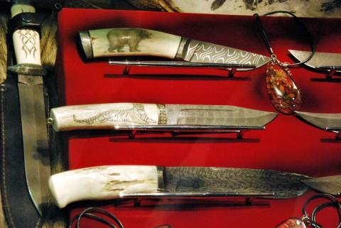 дамасские ножи с украшенной рукоятью