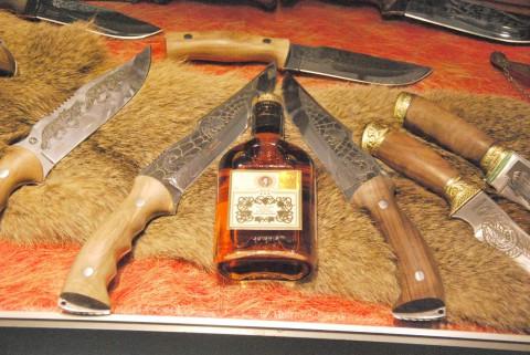 кизлярские ножи и кизлярский коньяк