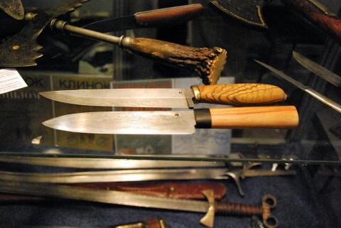 два кухонных ножа