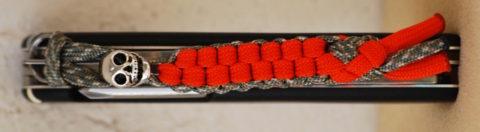 темляк из паракорда с черепом на ноже Victorinox Parachutist